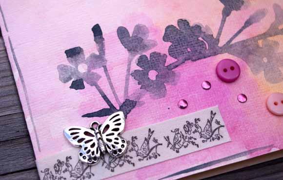 carte aquarellée: breloque, boutons, ruban sergé et strass Éphéméria By Luckie