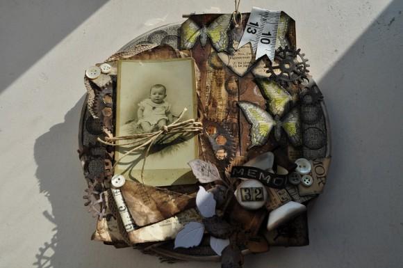 Cercle à broder, dentelles, papiers anciens, bobines et mètre Ephéméria by Gaby Simon