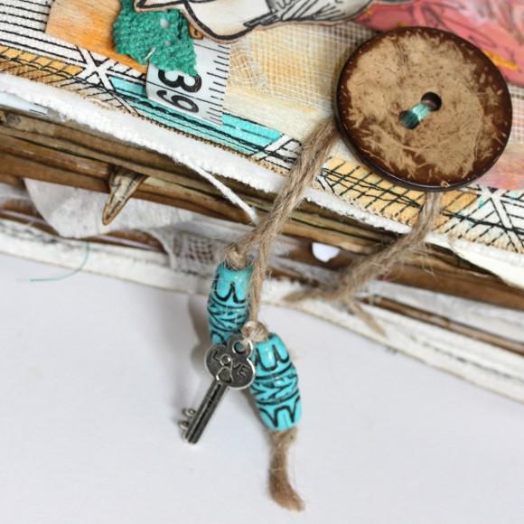 Bouton coco, breloque clef et ficelle de jute Ephéméria by Manuéla Jamet