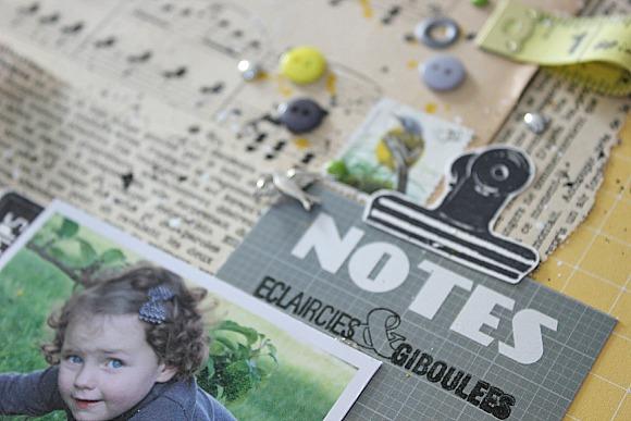 Papier et vignette 4h37, boutons, breloque et pastilles Ephéméria by MacKenzie