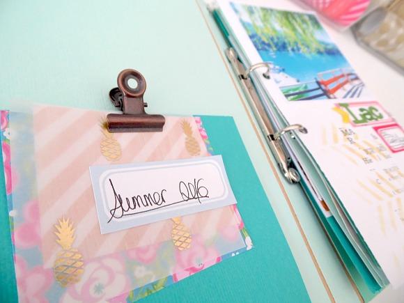Papiers, fleurs résine, chaînette, breloques, étiquettes, pinces, bulles tissu et enamel Ephéméria by Soraya