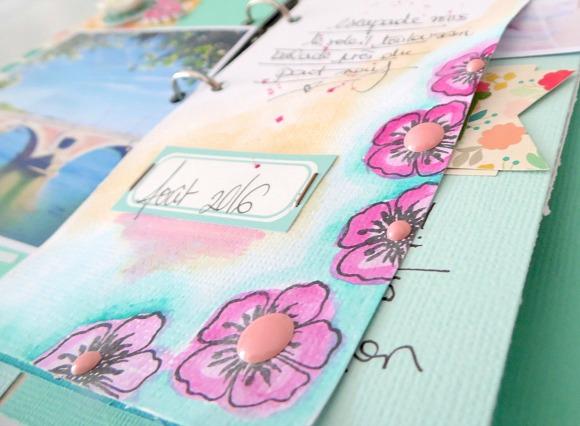 Papiers, fleurs résine, chaînette, breloques, étiquettes, pinces, mini mécanisme classeur, bulles tissu et enamel Ephéméria by Soraya