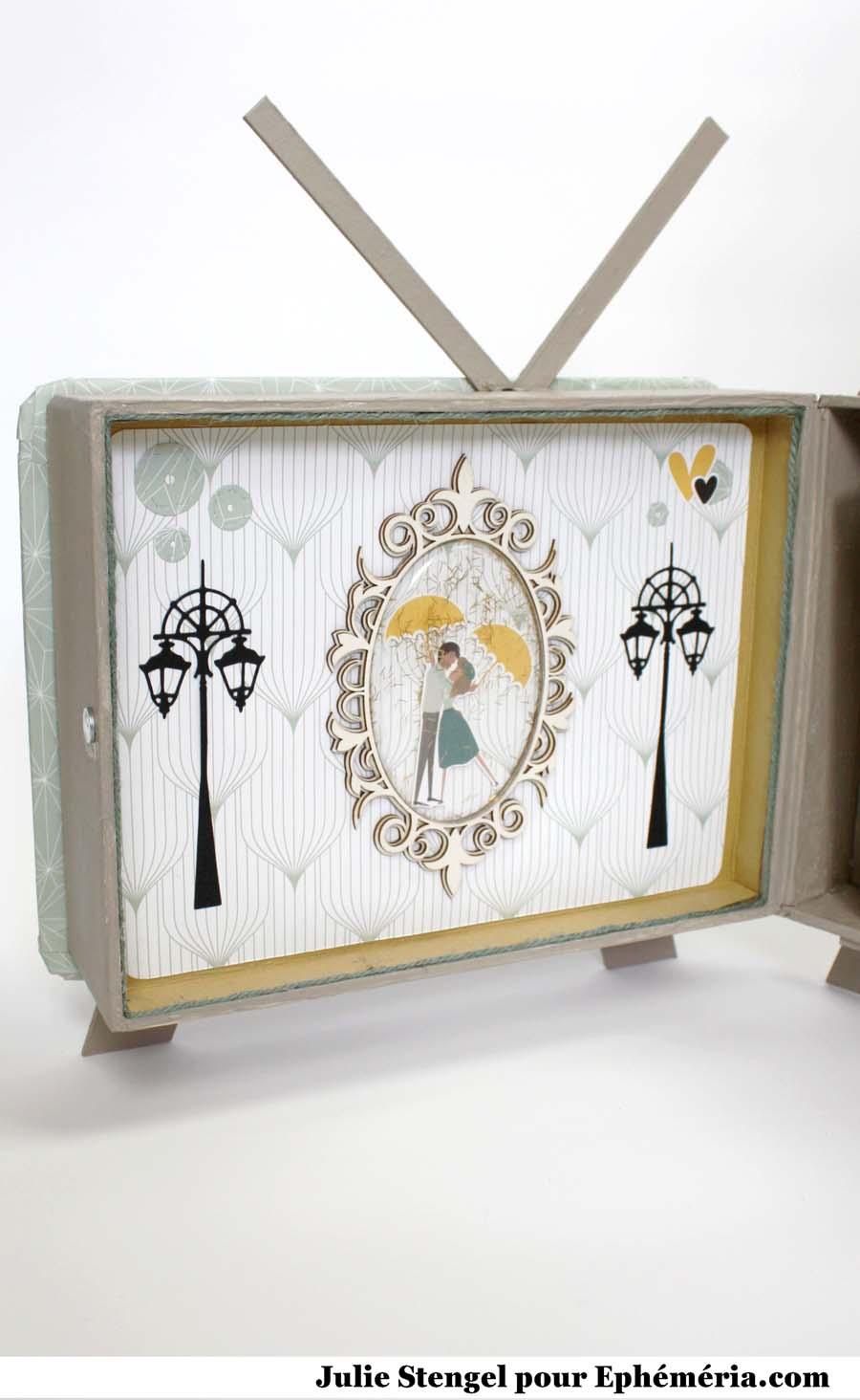 Mini album scrapbooking 3D en forme de téléviseur rétro réalisé par Julie pour éphéméria