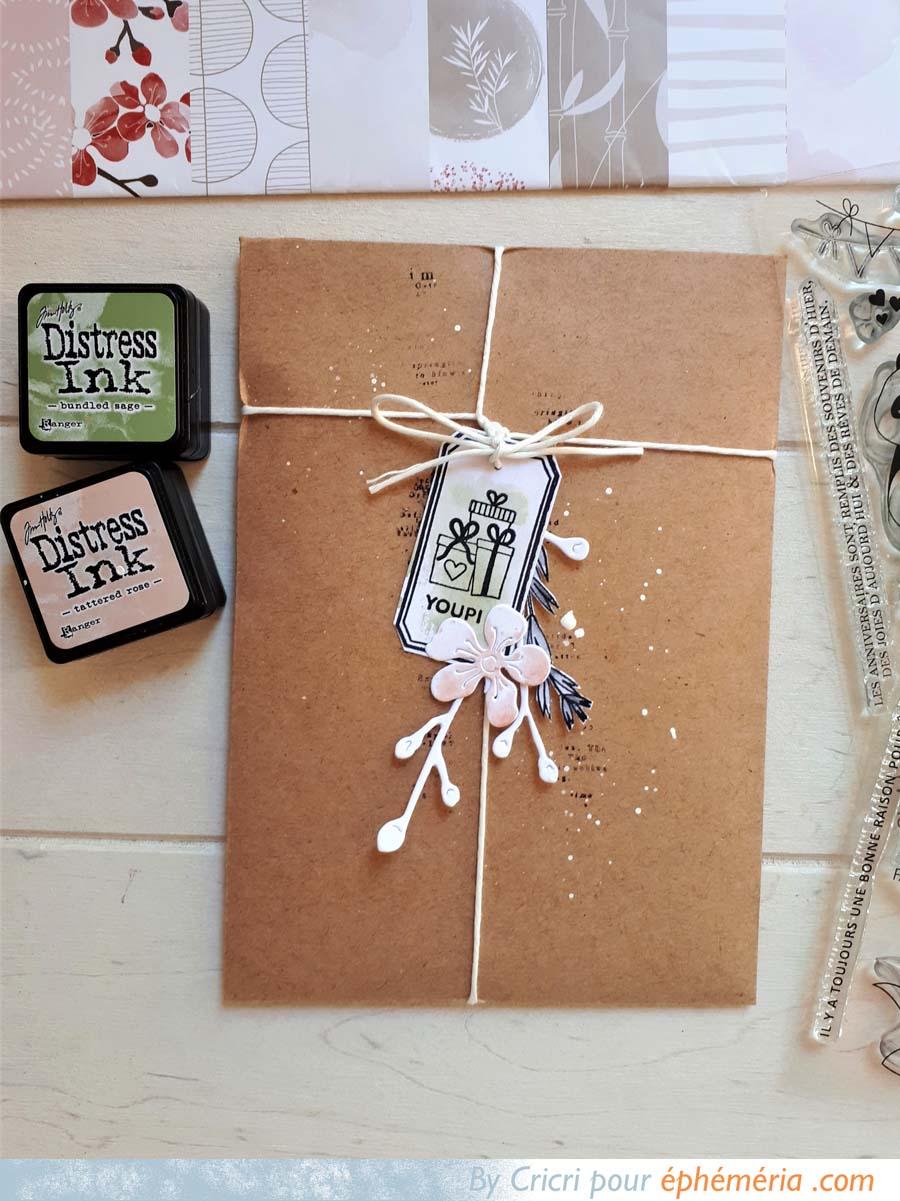 Pochette cadeau en papier réalisée par Cricri décorée avec des pandas